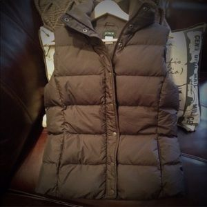 J. CREW Puffer vest 80% down filled in chocolate